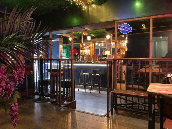 Elliott's Bar