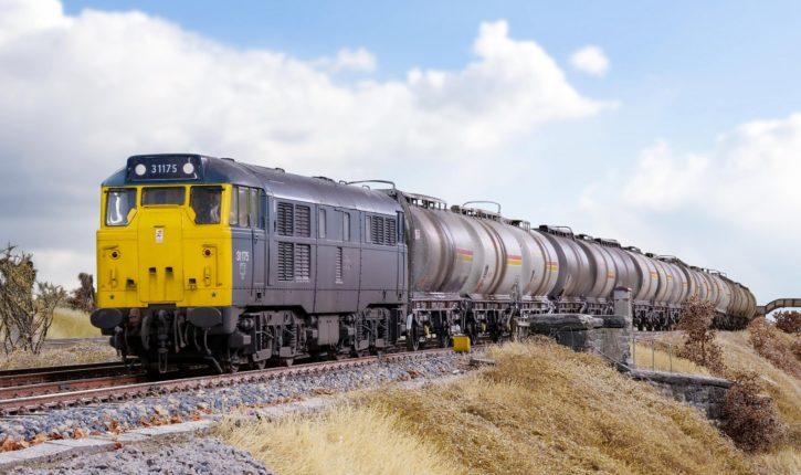 Britain's Biggest Model Railway - Heaton Lodge Junction